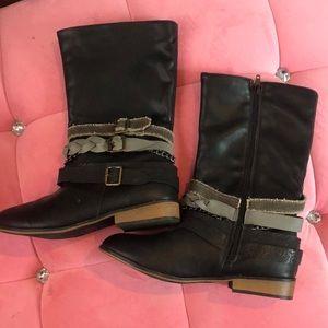Combat type boots